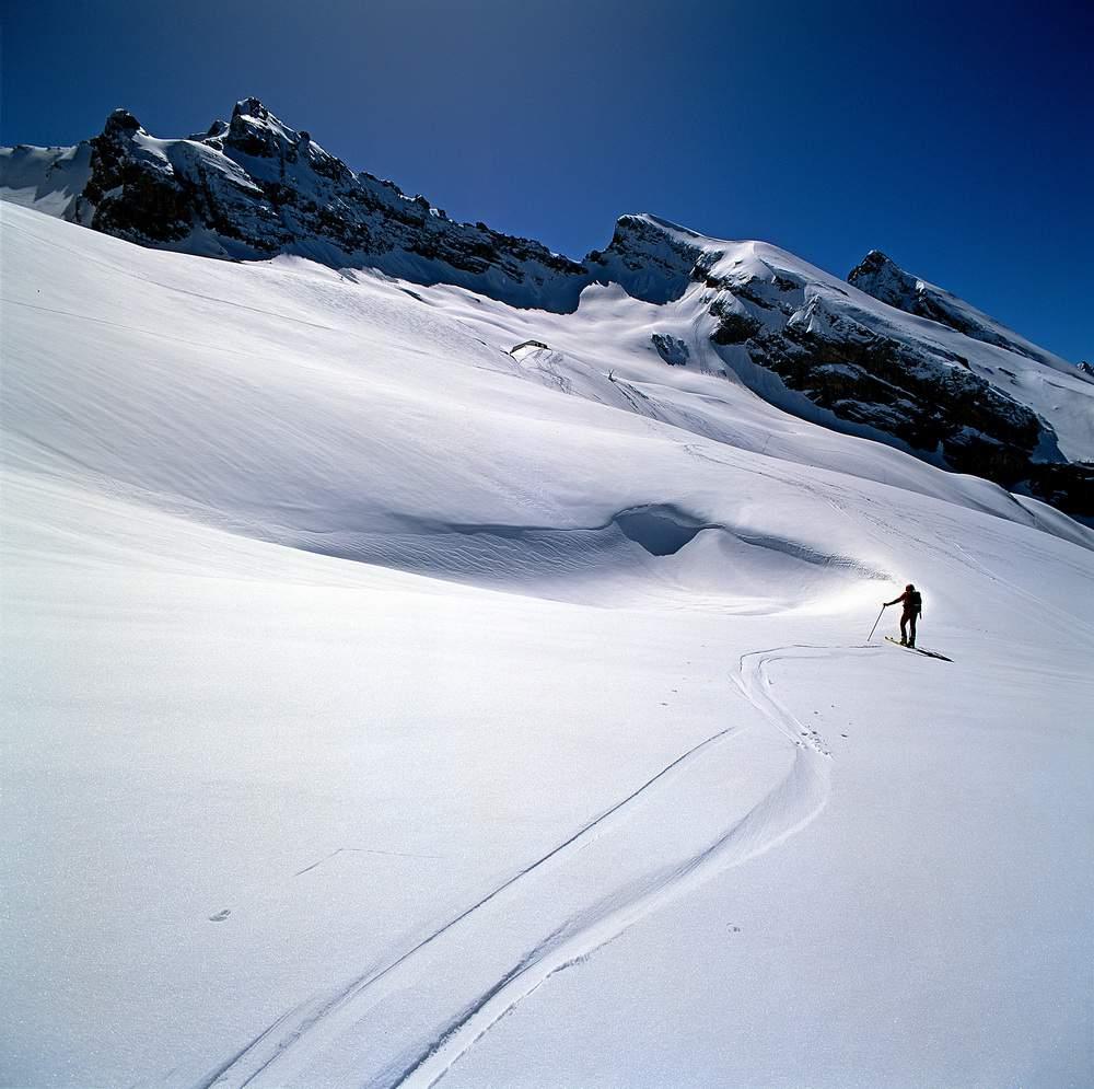 Salendo al Col des Verts, massiccio degli Aravis, Savoia, Francia.