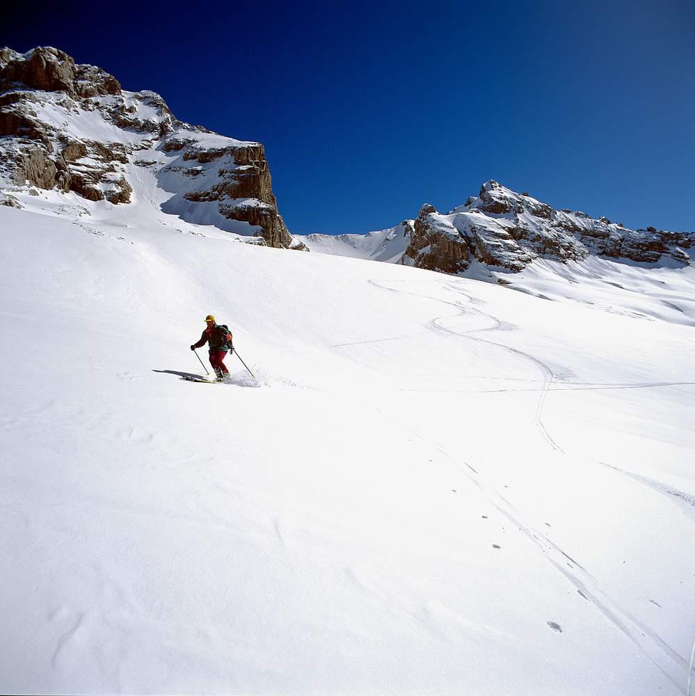 In discea dal Col des Verts, massiccio degli Aravis, Savoia, Francia.