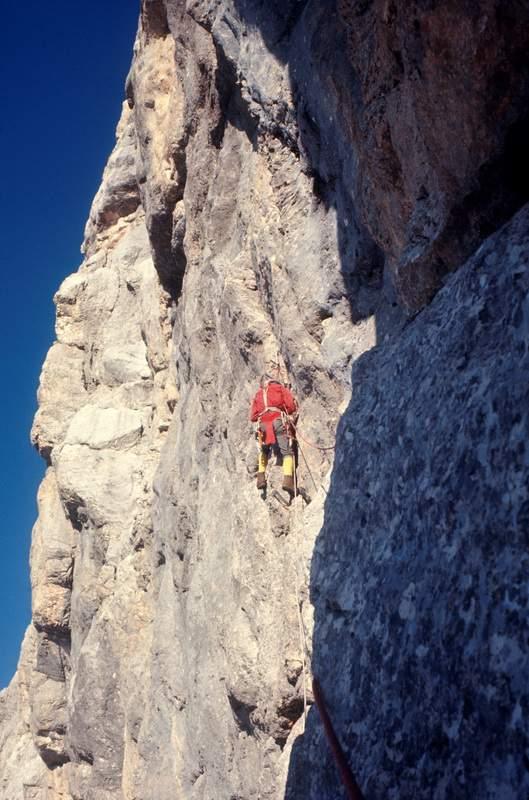 Alessandro Gogna sulla prima ascensione della diretta alla parete nord ovest di Cima Terranova, 2a lunghezza