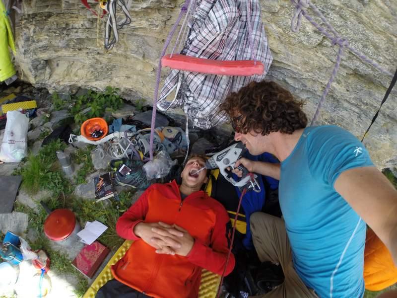 Wenden, primavera 2014, Silvan Schuepbach opera ai denti L. Schiera, in due giorni aprono una via (El Gordo) con sole protezioni veloci su una parete non ancora salita