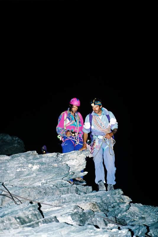 Hans Kammerlander e Diego Wellig in salita notturna durante il concatenamento al Cervino