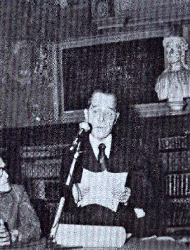 Al Professore Emerito Oliviero Olivo viene assegnato l'Archiginnasio d'oro (1976)