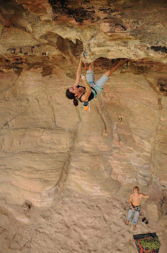 ClimbingGirls-09-Bianca Castro on Disciplina Não Ter, Calango Nunca Será (8b, 5.12b), Itatim, Brazil, Photo Ritchi Steide