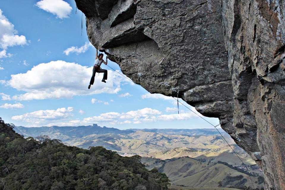 ClimbingGirls-12-Janine Cardoso on Juizo Final 7c+ - São Bento (Brazil). Foto Michel Ferreira