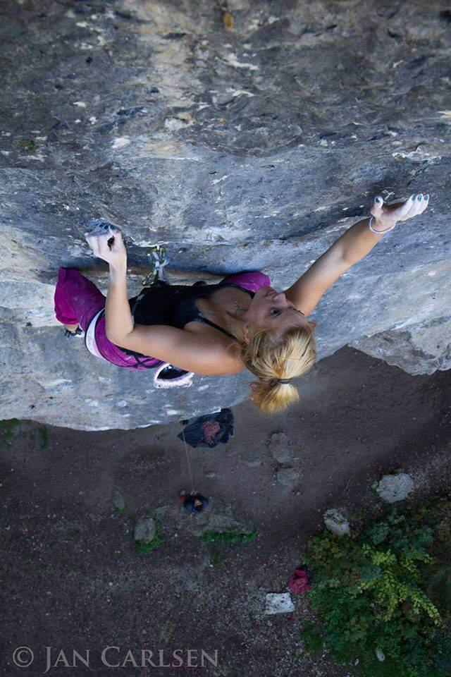 ClimbingGirls-12-Lena Herman, 'Queeel Dich, Du Sau' 8b+ in Frankenjura