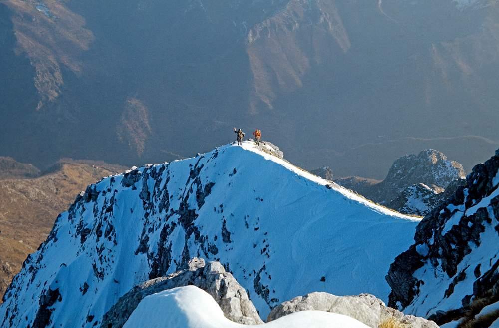 Uscita in vetta della Pania SEcca, dopo la 1a invernale del pilastro MOntagna-Dellacasa (gennaio 1968) , Alpi Apuane
