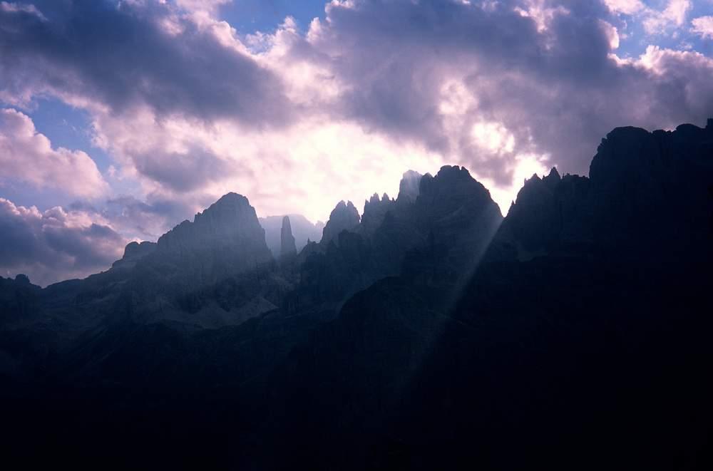 Panorama controluce dal Croz dell'Altissimo, Dolomiti di Brenta