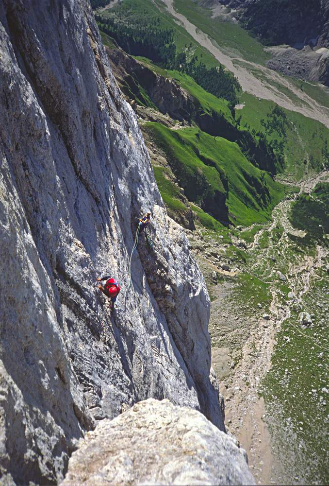 Paolo Leoni assicurato da Graziano Maffei, Via dell'Ideale, Marmolada, Dolomiti Occidentali , 23.07.1988