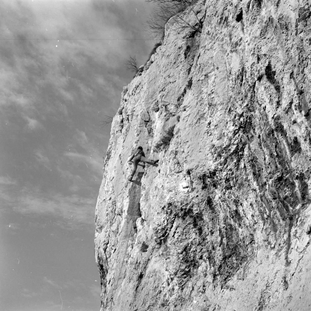 Tiziana Weiss sulla Parete Bianca, Val Rosandra, 12 dicembre 1976