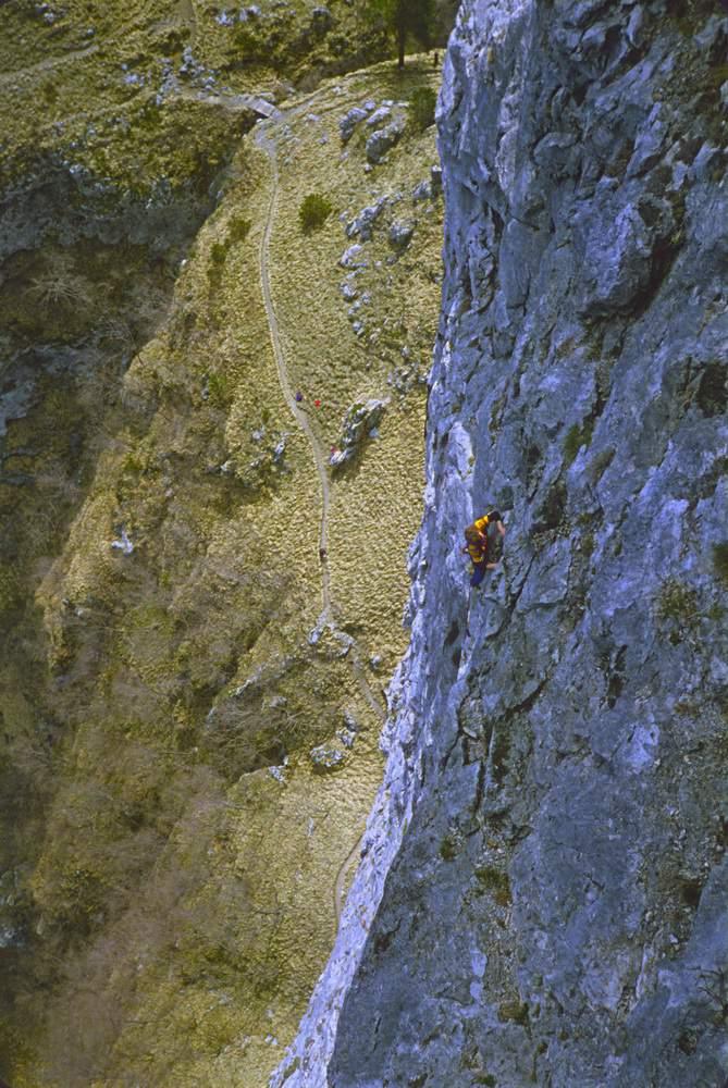 Luca Massei sulla 4a L della via Gamma al M. Procinto (Alpi Apuane). 26.04.1980