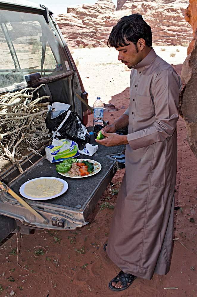 Giordania (Jourdan), Wadi Rum, Barrah canyon, Muhammad Hammad prepara il lunch