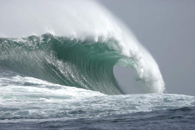 gocce-dungeons-epic-south-africa_photo-red-bull-big-wave-4surf-africa-650x433