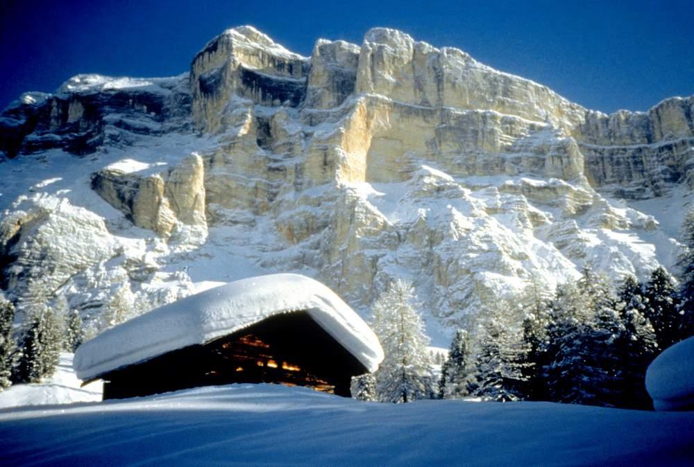 Val Badia, Sass dla Crusc, baita innevata