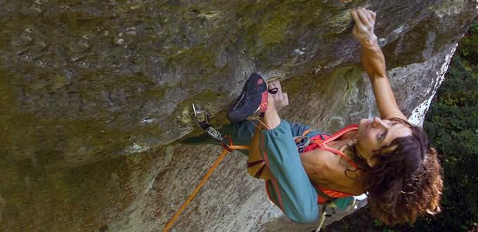 ClimbingGirls-28-Melissa-le-Neve-Heelhook-Wall-Street-8c-Frankenjura-by-Scott-Noy-68